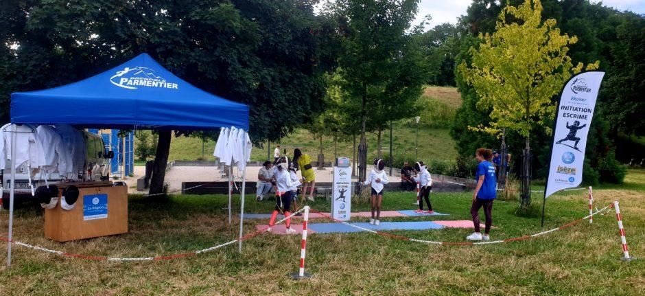 Le club participe à la caravane des sports de la ville de Grenoble pour faire découvrir l'escrime